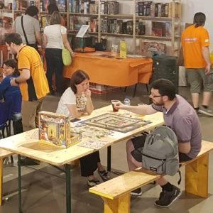 Area BoardGames Cavallerizza Ludoteca coppia che gioca a Luxor